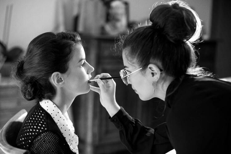 Maquilleuse professionnelle à domicile pour maquillage de mariée