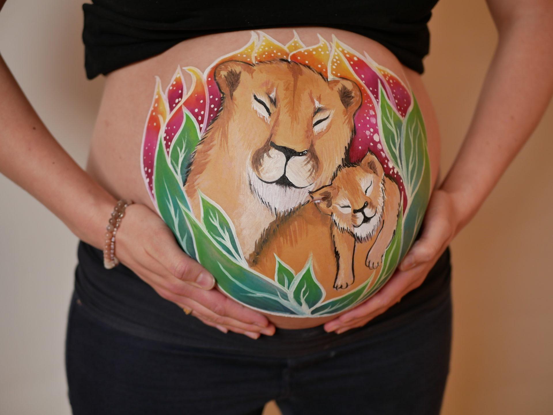 Bellypainting Lionne et lionceau au 5e mois de grossesse
